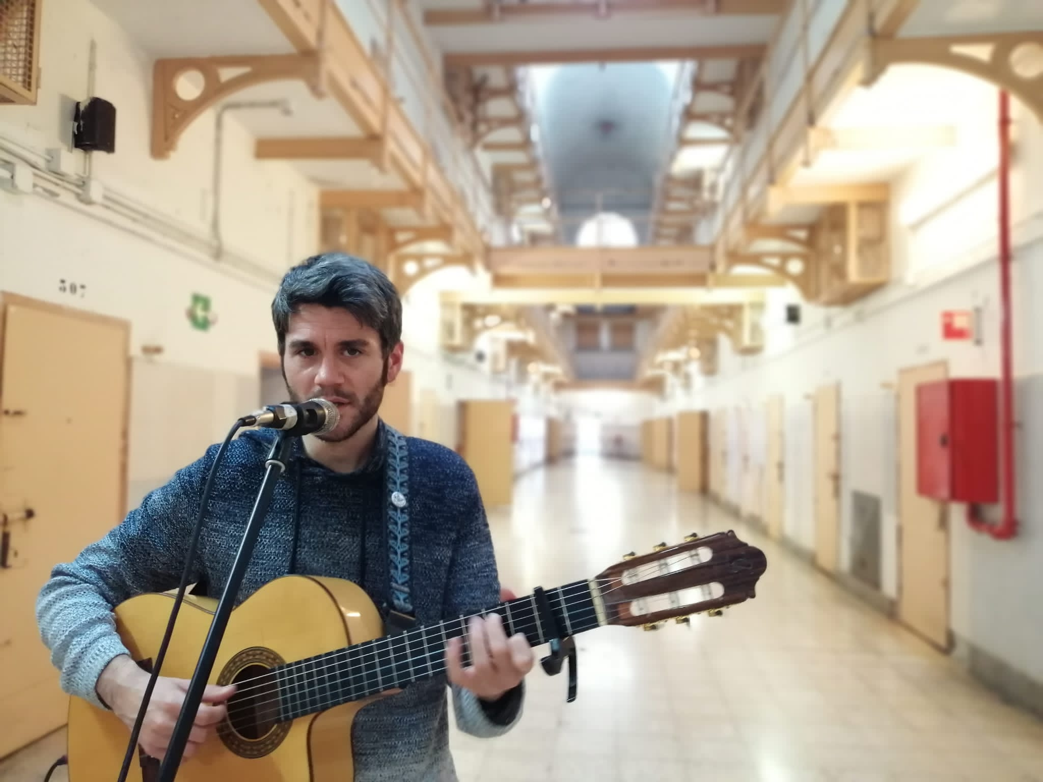 Jordi Montañez a la Model en les activitats del CATclub sobre la Nova Cançó catalana